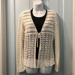 Liz Claiborne white crocheted ling sleeved sweater